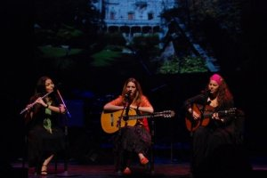 Luísa Vieira, Luisa Sobral e Katerina Polemis no Internacional Folk Music Festival, Berklee Performance Center, Boston 2009